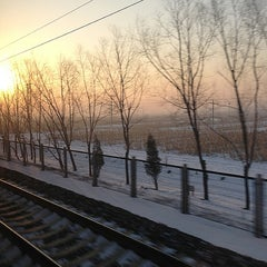 Photo taken at 秦皇岛站 Qinhuangdao Railway Station by Witchaphun P. on 12/31/2012