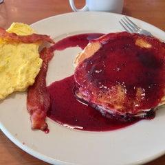 Photo taken at Perkin's Restaurant by 🍀Kelli M. on 10/20/2012