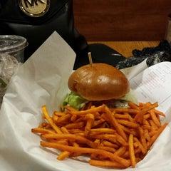 Photo taken at Burger Boss by Maribel S. on 1/24/2015