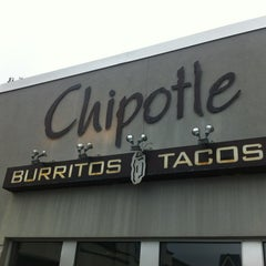 Photo taken at Chipotle Mexican Grill by Ling M. on 7/30/2013