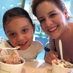 Photo taken at Pinkberry by Rocky T. on 8/23/2014