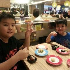 Photo taken at Sakae Sushi by Kane C. on 7/11/2015