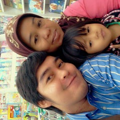 Photo taken at Giant Hypermarket by Baby C. on 10/23/2013