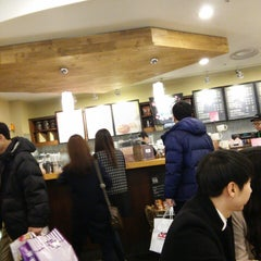 Photo taken at Starbucks by Kyutae T. on 3/14/2015