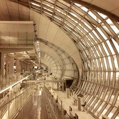 Photo taken at Suvarnabhumi Airport (BKK) ท่าอากาศยานสุวรรณภูมิ by Andrey S. on 7/27/2013