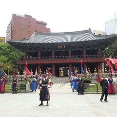 Photo taken at 보신각 (普信閣, Bosingak) by Jaimie L. on 5/14/2013