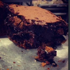 Photo taken at Sweetcakes Cupcakes by tamar m. on 6/6/2013