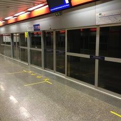 Photo taken at MRT พหลโยธิน (Phahon Yothin) PHA by Peerawat W. on 12/23/2012