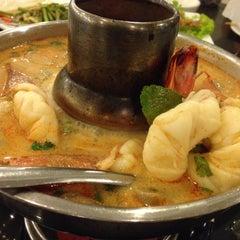 Photo taken at เกียง้วนภัตตาคาร มหาชัยซีฟู๊ด (Kia Nguan Restaurant Mahachai Seafood) by seauling on 12/22/2014