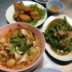 Photo taken at ข้าวต้มจอมพลัง by Supitcha R. on 8/15/2013