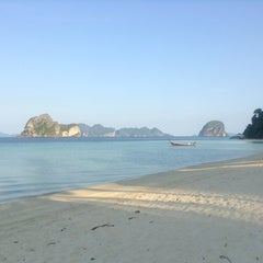 Photo taken at Koh Hai Fantasy Resort & Spa by tangkwa -. on 3/24/2013