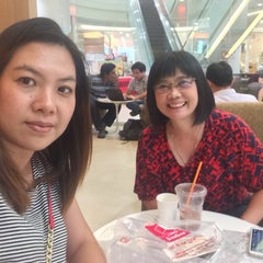 Photo taken at Mister Donut (มิสเตอร์ โดนัท) by Raton J. on 6/30/2015