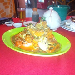 Photo taken at William's Crab Restaurant by Mohd S. on 1/30/2015