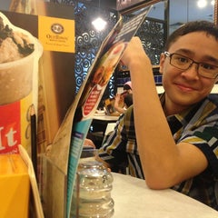 Photo taken at OldTown White Coffee by Ismail S. on 8/9/2013
