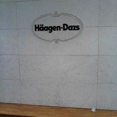 Photo taken at Haagen-Dazs by Antonio B. on 8/26/2013
