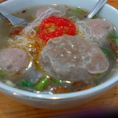 Photo taken at Bakso Jawir by Maria R. on 8/9/2013