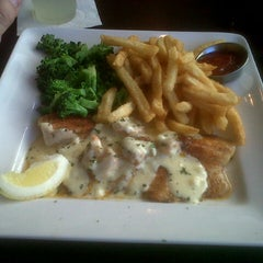 Photo taken at Ruby Tuesday by GUILLERMO L. on 10/16/2012