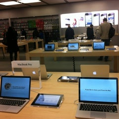 Photo taken at Apple Store by Sasha K. on 11/20/2012