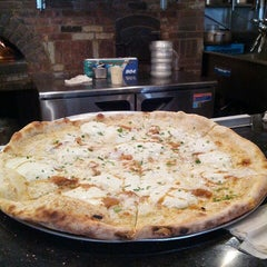 Photo taken at Best Pizza by Manny on 7/27/2013