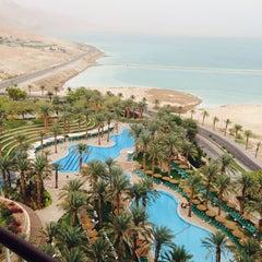 Photo taken at Le Méridien Dead Sea by Максим Г. on 12/1/2013