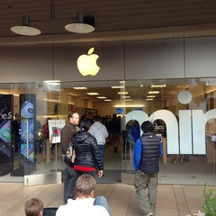 Photo taken at Apple Store, Corte Madera by Ruslan A. on 2/2/2013