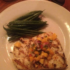 Photo taken at Outback Steakhouse by Zarahys L. on 10/25/2013