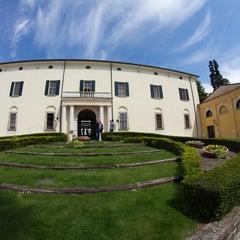 Photo taken at Palazzo Arzaga Hotel Lake Garda - Spa & Golf Club Resort by Lóránt S. on 5/6/2014