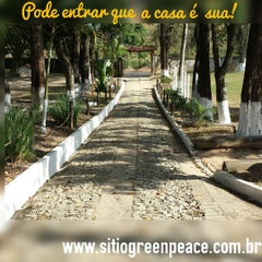 Photo taken at Sítio Green Peace - Pousada e Eventos by Sítio G. on 11/9/2015