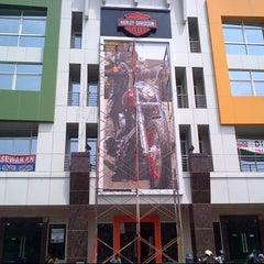 Photo taken at Mabua Harley-Davidson by Ridwan A. on 9/28/2012