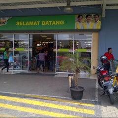 Photo taken at Giant Hypermarket by Melina E. on 9/3/2013