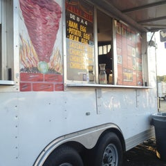 Photo taken at Al Pastor Taco Truck by Vanessa W. on 9/14/2013