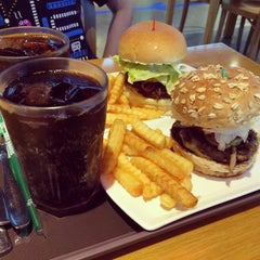 Photo taken at Kraze Burgers by sujing y. on 7/7/2014