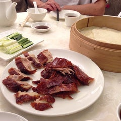 Photo taken at Hung Tao Chinese Restaurant 鴻桃酒家 by Joyce L. on 9/21/2013