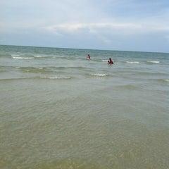 Photo taken at Sri Pantai Chalet Melawi, Bachok by Abdullah P. on 9/6/2013