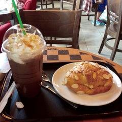Photo taken at Starbucks (สตาร์บัคส์) by Suphasak S. on 10/12/2012