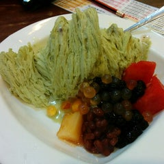Photo taken at Dessert Queen 甜嫂 by Hinaet on 9/9/2014