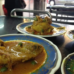 Photo taken at Restoran Shahira by Jijieratul S. on 10/12/2013