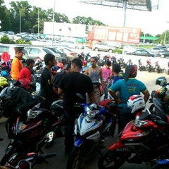 Photo taken at Caltex Taman Sejati by PaLiee on 5/9/2015