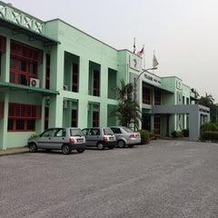 Photo taken at Lembaga Pertubuhan Peladang Negeri Perak by Jay D. on 9/24/2013