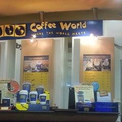 Photo taken at Coffee World (คอฟฟี่ เวิร์ล) by 🐒Thummaraksasit 🐰 . on 9/23/2012