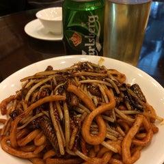 Photo taken at Wu Yueng Chun Shanghai Restaurant 滬揚川上海料理 by Koala K. on 1/29/2014