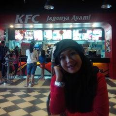 Photo taken at KFC by Rica J. on 2/1/2014