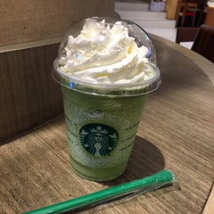 Photo taken at Starbucks (สตาร์บัคส์) by Salin A. on 11/12/2015