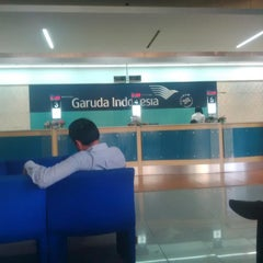 Photo taken at Garuda Indonesia Sales & Ticketing Office by Deny A. on 7/1/2014