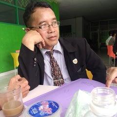 Photo taken at Universitas Ichsan Gorontalo by Tikitaka m. on 4/19/2014
