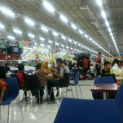 Photo taken at Giant Hypermarket by Lian N. on 10/30/2015