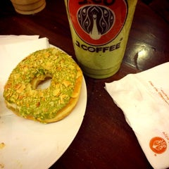 Photo taken at J.Co Donuts & Coffee by Shesaria A. on 9/13/2014