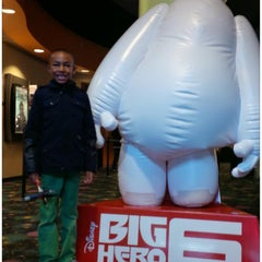 Photo taken at AMC Oakview Plaza 24 by Jay E. on 11/22/2014