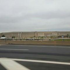Foto tirada no(a) The Pentagon por Alex R. em 4/29/2016