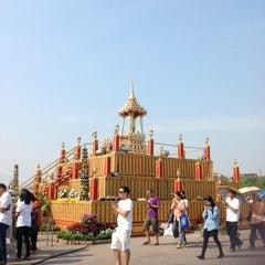 Photo taken at สนามหลวง (Sanam Luang) by Aey W. on 2/25/2013